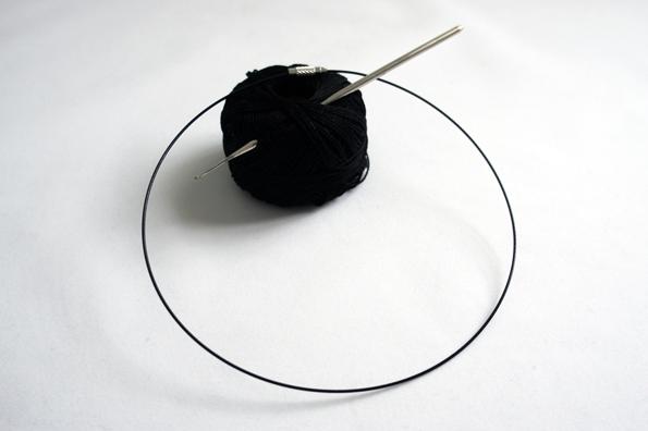 01_ Material black crochet