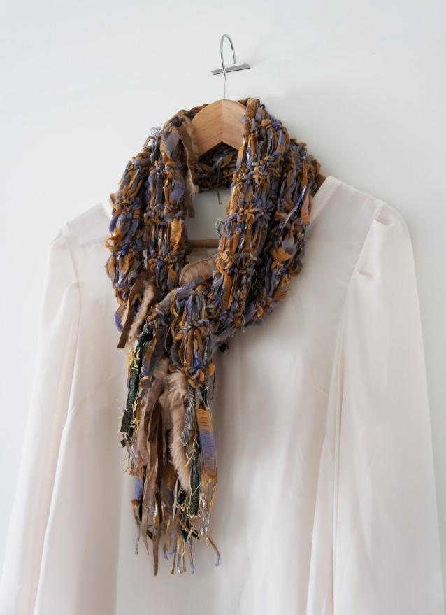 05_fringe-scarf-gloria-fort
